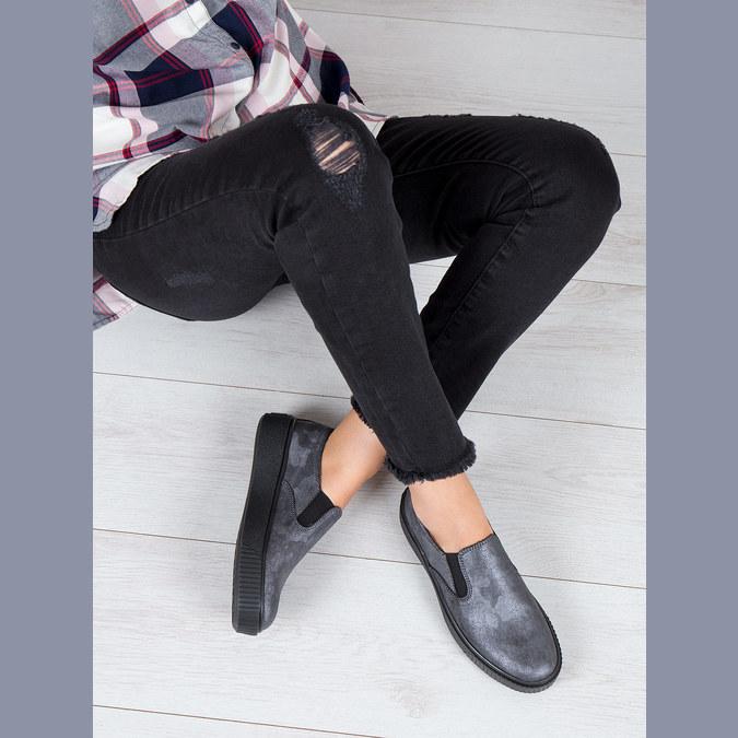 Damen-Slip-Ons mit schwarzer Flatform bata, Grau, 516-1613 - 18